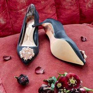 🍒NEW🍒 TED BAKER JEWELED BLK SATIN PUMPS